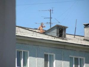 Тернополянам радять утриматися від розваг та сонячних ванн на дахах будинків