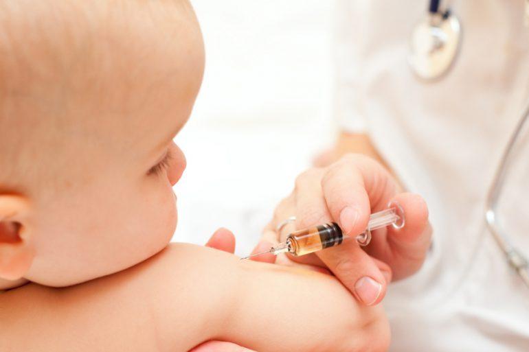 Після смерті дитини на Тернопольщині в Україні заборонили дві вакцини