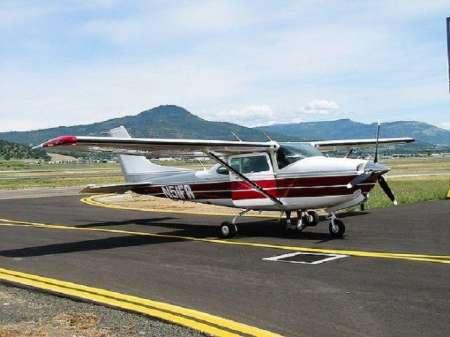 В Канаде 17-летний пилот смог посадить неисправный самолет на шоссе