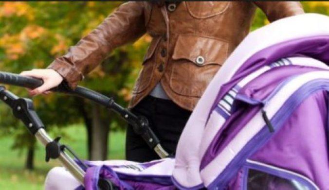 На Тернопільщині мамі з коляскою заборонили заходити в магазин