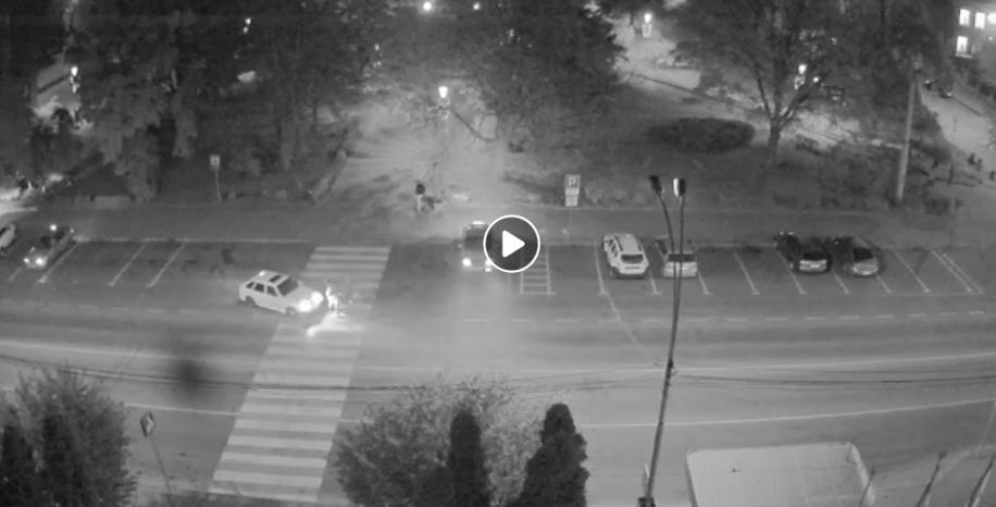 У Тернополі водій на пішохідному переході збив людей. Є відео ДТП