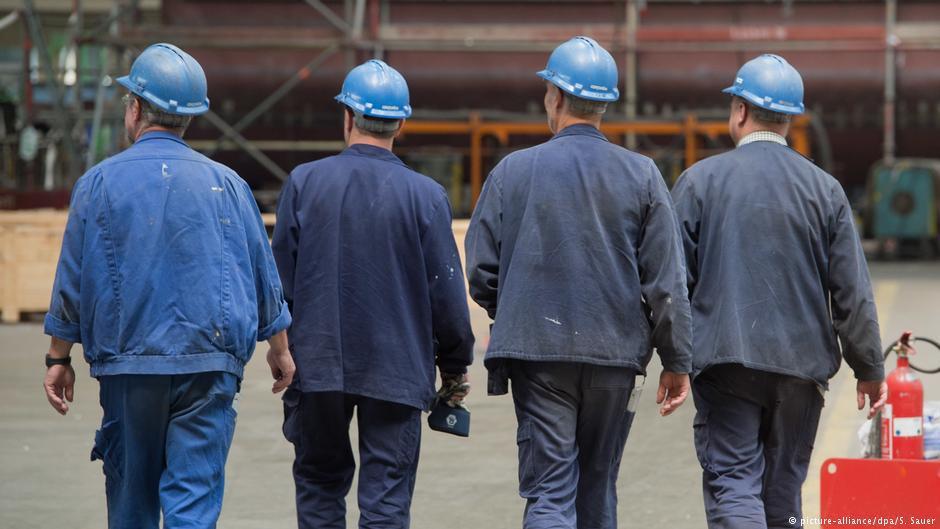 Нелегке життя українських заробітчан: 60% у зоні ризику, бо нелегально працюють