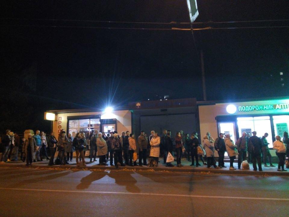 Людей багато, а маршруток мало: тернополяни ввечері довго чекають на транспорт (ФОТО)