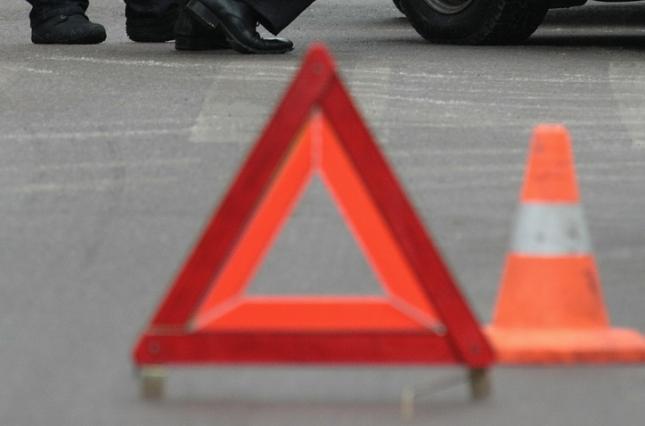 На Тернопільщині водій збив хлопця та дівчину і втік з місця ДТП