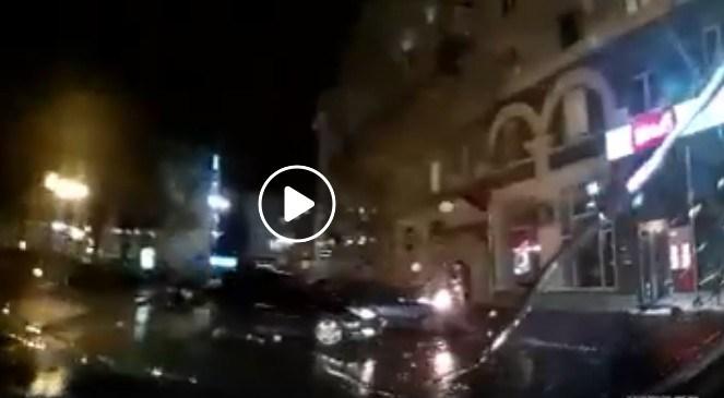 Під час дощу у центрі Тернополя горів автомобіль (ВІДЕО)