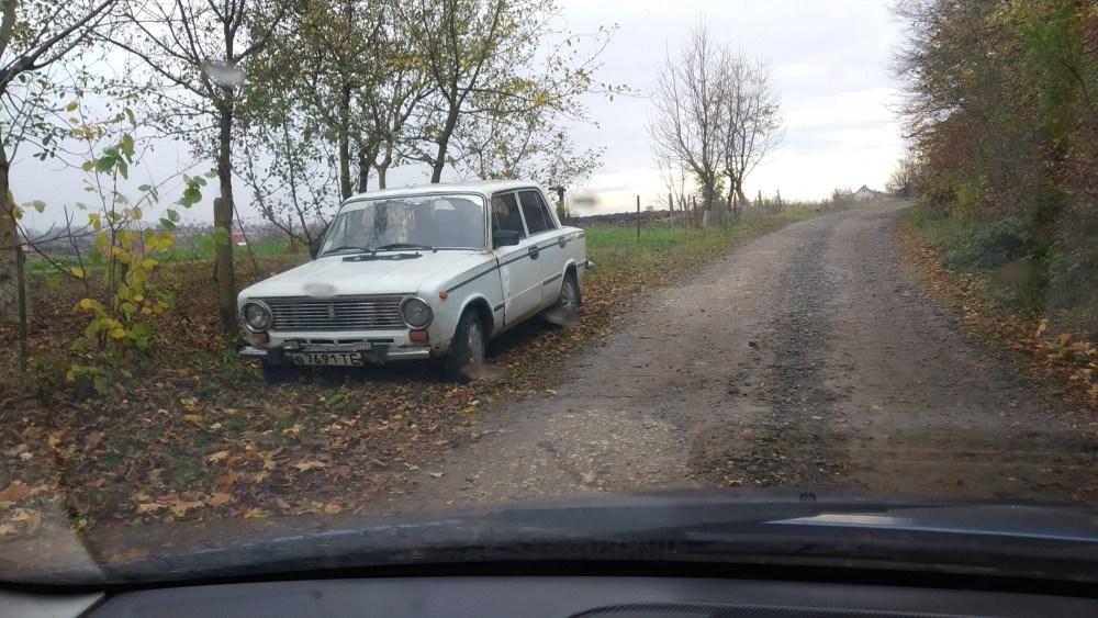 На Тернопільщині біля дороги знайшли мертвого чоловіка. Ймовірно, вбивство (ФОТО)