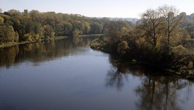 На Тернопільщині посеред річки чоловік побачив тіло жінки