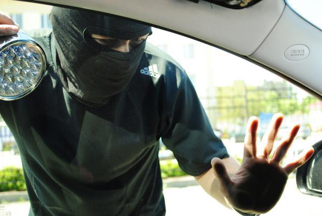 Тернополянин намагався обікрасти авто на очах у власника