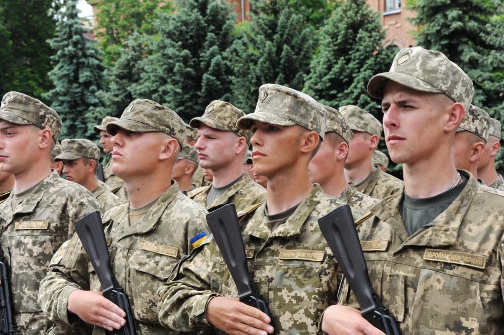 Суворий військовий комісар відправив чоловіка до суду, а його сина – до армії