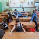 Прибирання у класі: змушувати не мають права. Чи мають?