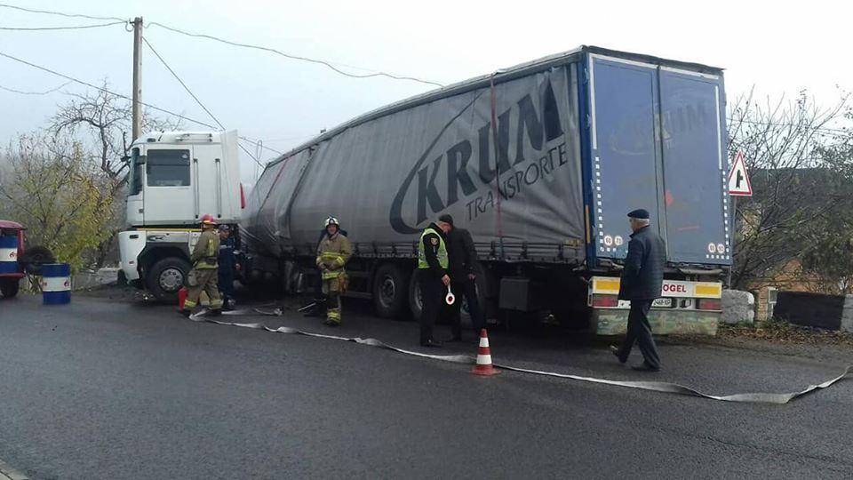 На Тернопільщині вантажівка потрапила у аварію: у автомобіля відмовили гальма (ФОТО)