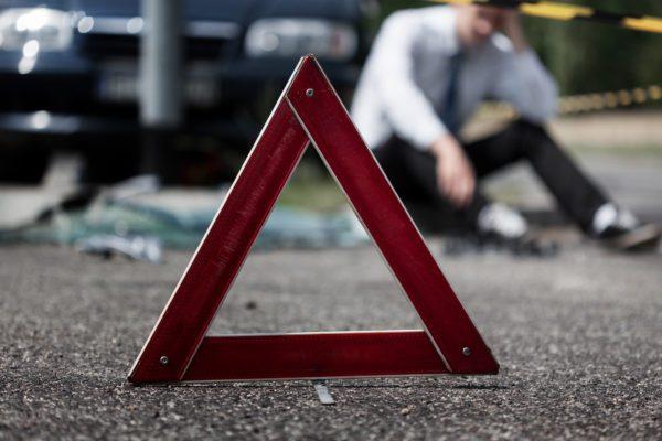 Перелом ребер і реанімація: на Тернопільщині водій збив двох чоловіків