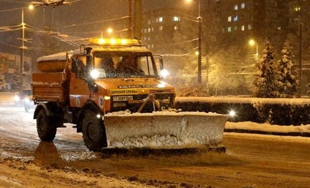 Комунальники протягом ночі очищали Тернопіль від снігу