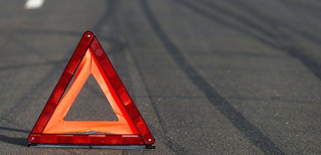 """На автодорозі Тернопіль-Франківськ водія на """"бляхах"""" зупинив відбійник"""
