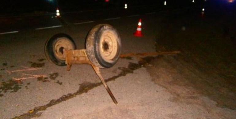 На автодорозі Івано-Франківськ-Тернопіль автомобіль зіткнувся із гужовою підводою (ФОТО)