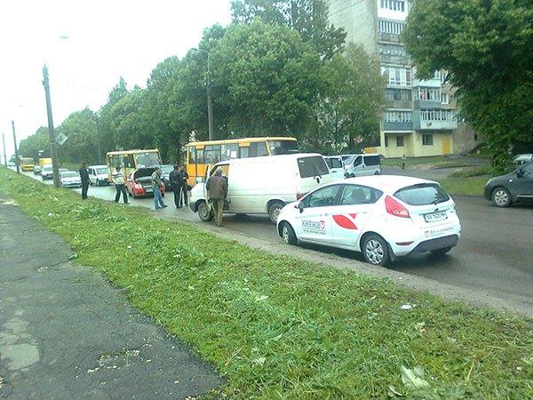 У Тернополі просять розширити дорогу, де в години-пік великі затори