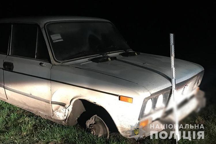 Смерть на дорозі: на Тернопільщині люди знайшли чоловіка зі слідами насильницької смерті (ФОТО)