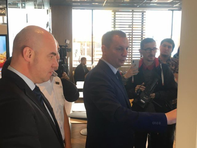 """У Тернополі відбулася довгоочікувана  подія – офіційно відкрили """"МакДональдз"""" (ФОТО)"""