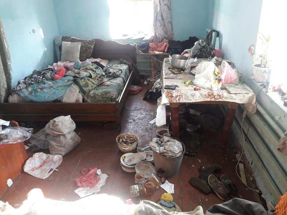На Тернопільщині троє неповнолітніх дітей живуть в антисанітарії та жахливих умовах (ФОТО)
