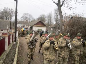В рідному селі на Тернопільщині поховали воїна Збройних сил