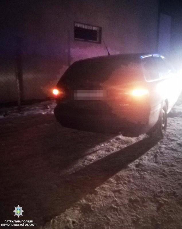 """У Тернополі 18-річний хлопець їздив на """"Вольво"""" під дією наркотиків (ФОТО)"""