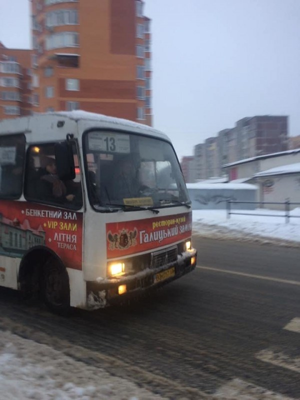 У Тернополі водій маршрутки закрив двері просто перед дитиною (ФОТО)