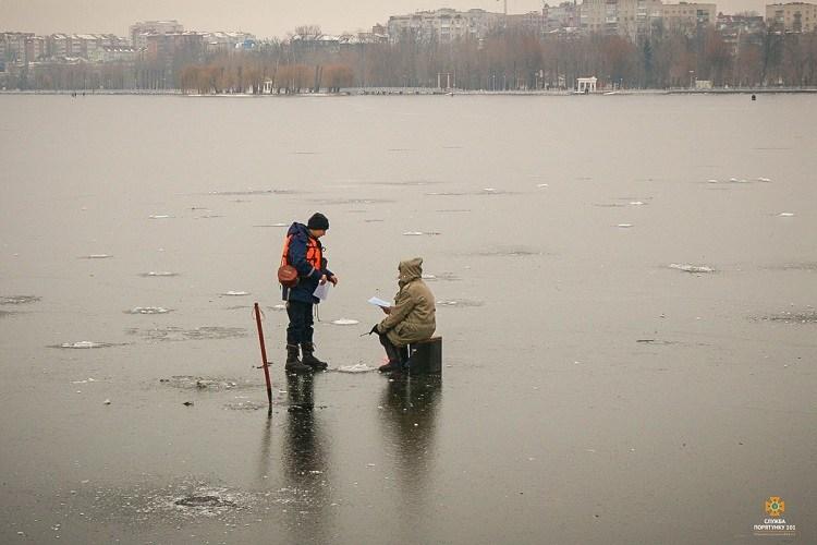 """Тернопільський став вже """"окупували"""" рибалки (ФОТО)"""