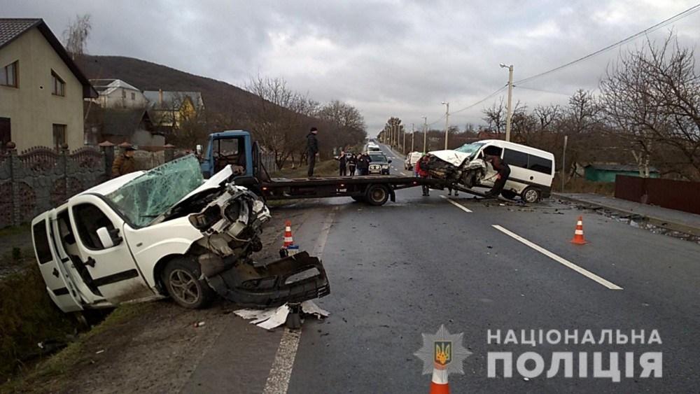 Масштабна ДТП на дорозі Львів-Тернопіль: 7 осіб госпіталізовано (ФОТО)