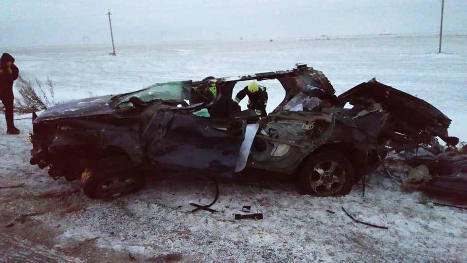 На дорозі Тернопіль-Франківськ жахлива аварія: зіткнулися фура і легківка, водій і дитина загинули (ФОТО)