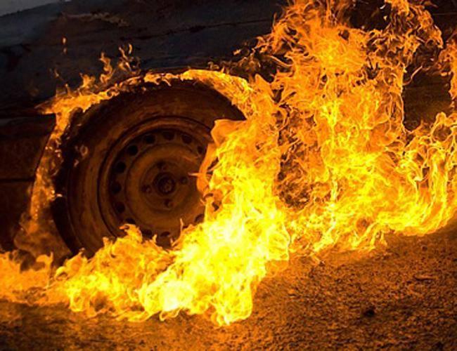 У Збаражі вдень чомусь загорівся Volkswagen Golf
