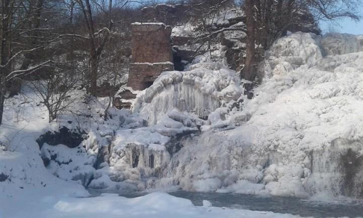 Знову замерз унікальний водоспад на Тернопільщині