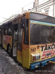 Стало відома причина загоряння тролейбуса в центрі Тернополя