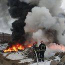 У Тернополі на руїнах заводу гасили пожежу