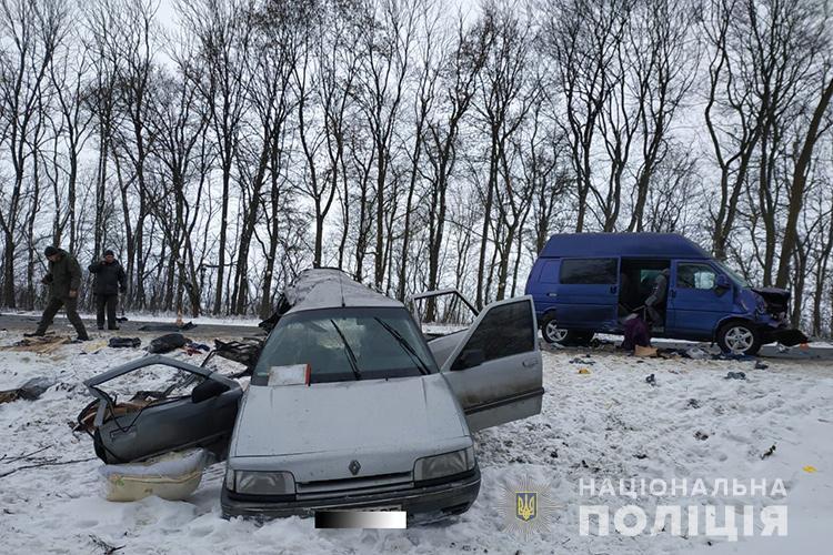 На трасі Львів-Тернопіль бус з пасажирами, які їхали у Берлін, потрапив у жахливу аварію (ФОТО)