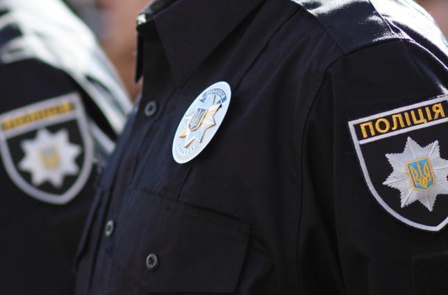 На Тернопільщині біля сільської школи жінка виявила труп людини