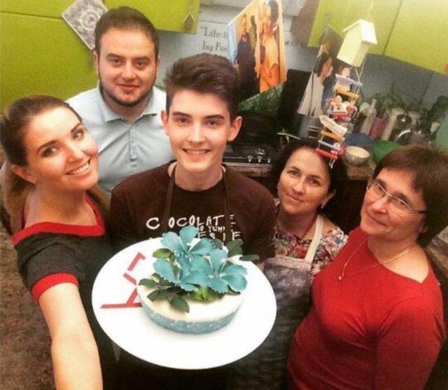 На Тернопільщині 18-річний хлопець пече торти і тістечка такої краси, що шкода їх їсти (ФОТО, ВІДЕО)