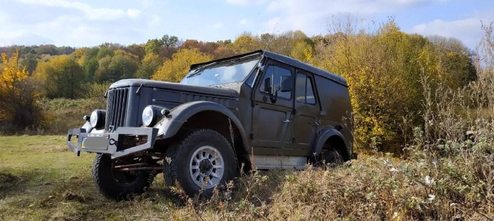 """На Тернопільщині чоловік зі старого """"ГАЗ-69"""" зробив потужний автомобіль, який долає снігові замети (ФОТО)"""
