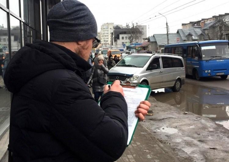"""У Тернополі інспектори з паркування вийшли на """"полювання"""""""