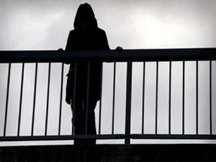 На Тернопільщині п'яна дівчина в істериці погрожувала стрибнути з мосту в річку