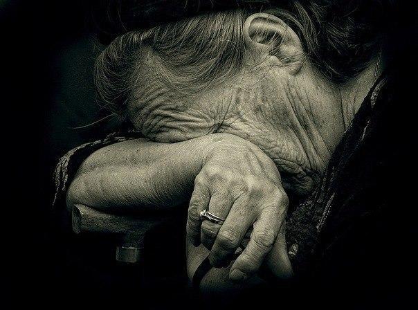 """""""Повалив і спробував зірвати одяг"""": рецидивіста, який намагався зґвалтувати пенсіонерку, засудили на Тернопільщині"""