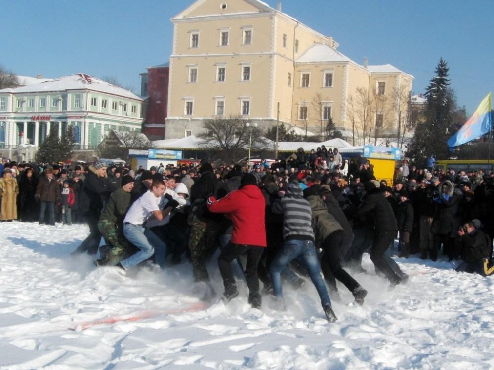 """У Тернополі """"спалять"""" зиму і зустрінуть весну"""