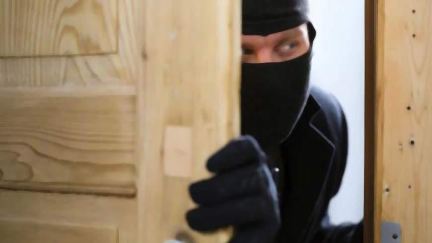 На Тернопільщині злодії обікрали будинок: поцупили 45000 гривень та золото