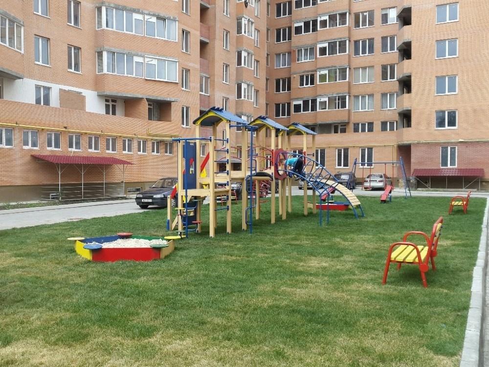 """Переваги дитячих майданчиків, які встановлює будівельна компанія """"Матла"""""""