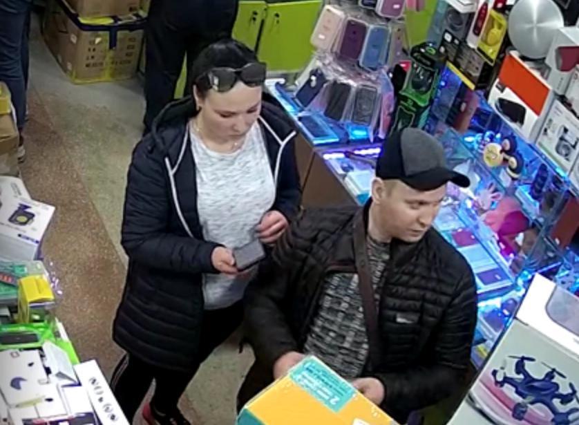 """У Тернополі в магазині камера """"спіймала"""" злочинців (ВІДЕО)"""