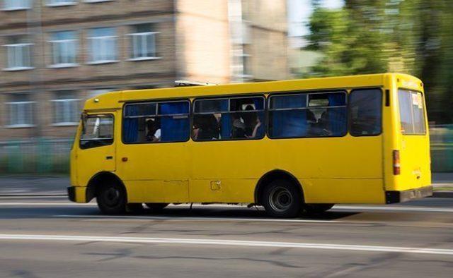 У Тернополі в маршрутці п'яні чоловіки побили пасажира. Розшукують свідків