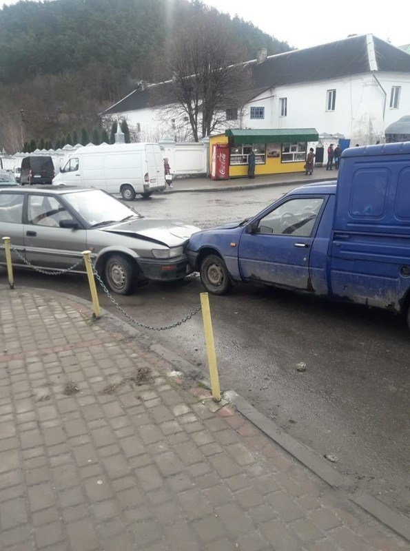 На Тернопільщині авто без водія спричинило аварію (ФОТО)