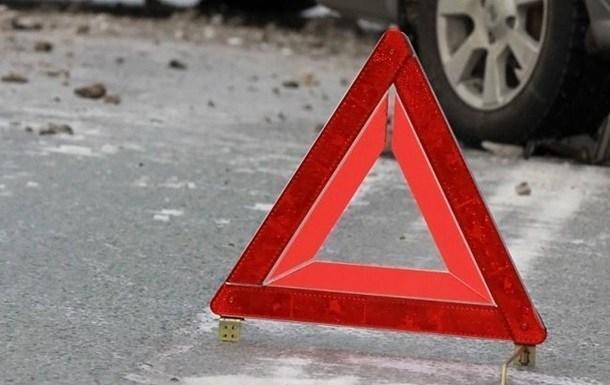 Аварія неподалік Тернополя: зіткнулися два автомобілі, постраждав пішохід