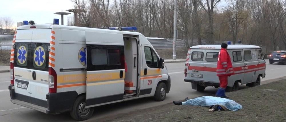 У Тернополі поблизу торгового центру померла людина (ВІДЕО)