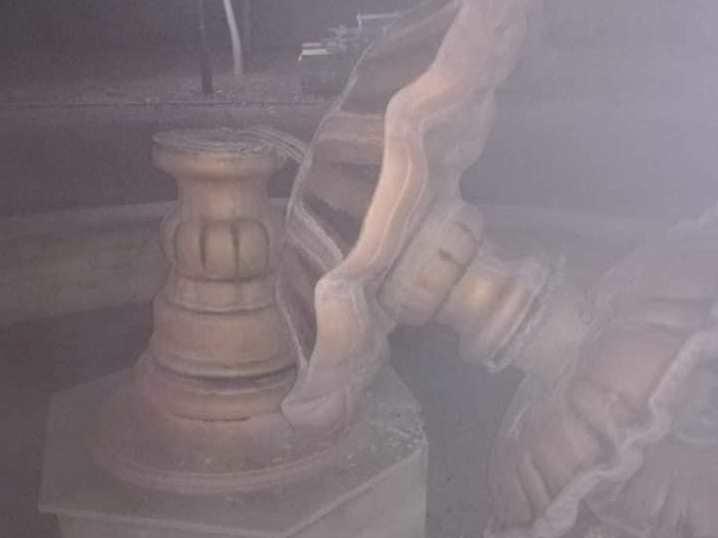 Батьки хлопця, який зламав фонтан, повернули 20000 гривень (ФОТО)