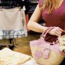 Шопінг без грошей: у Тернополі 19-річна дівчина вкрала з магазину багато одягу
